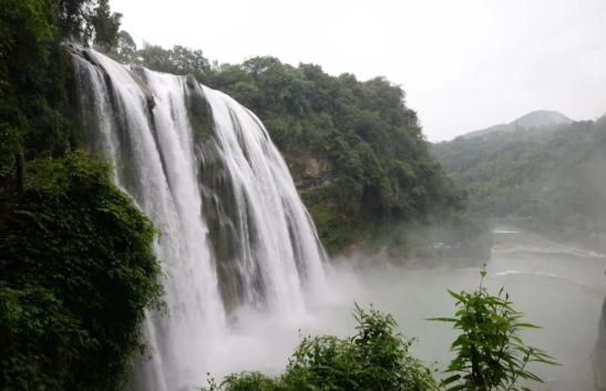 贵州黄果树瀑布/资料图