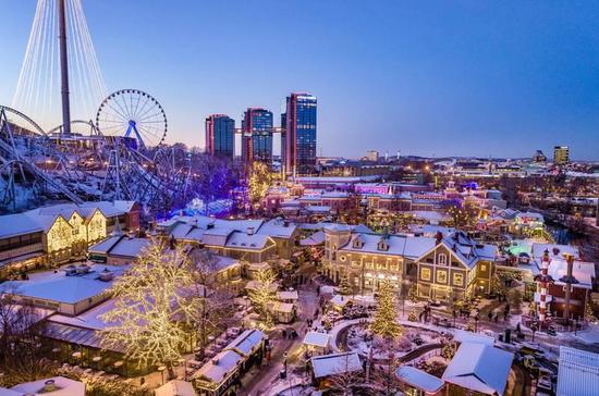 从11月中旬起,里瑟本游乐场被五百万个灯光点亮圣诞节日氛围。Photo: Per Pixel Petersson/imagebank.sweden.se