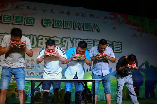 2018河南首届金刚台西河森林景区商城台球挑美女周慧敏图片