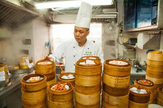 即叫即蒸,主厨麦桂培只为给食客提供新鮮、现做的早茶(图片来源:香港旅游发展局)