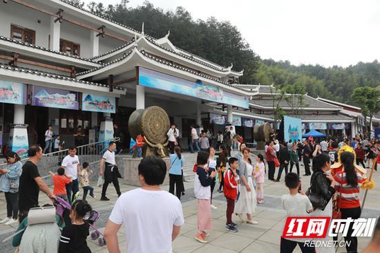 5月10日至14日,绥宁县第三届湘西南土货节暨扶贫花开文旅创意产品展举行。