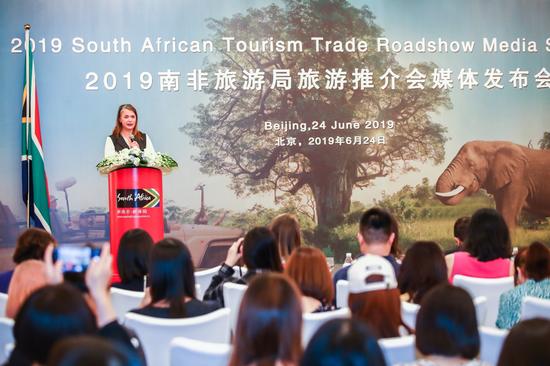 南非旅游局亚太及中东区域总经理Hanneli Slabber女士致辞