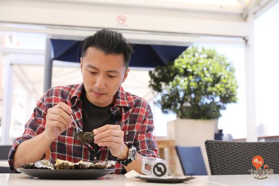 谢霆锋在澳大利亚阿德莱德The Oyster Bar——来源《锋味全球美食地图》