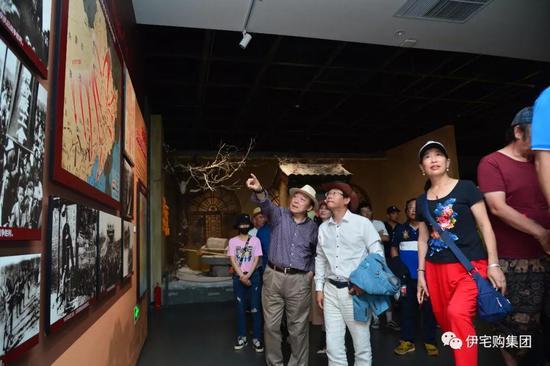抵达乌兰浩特市后,嘉宾和车友们首先参观了内蒙古民族解放纪念馆