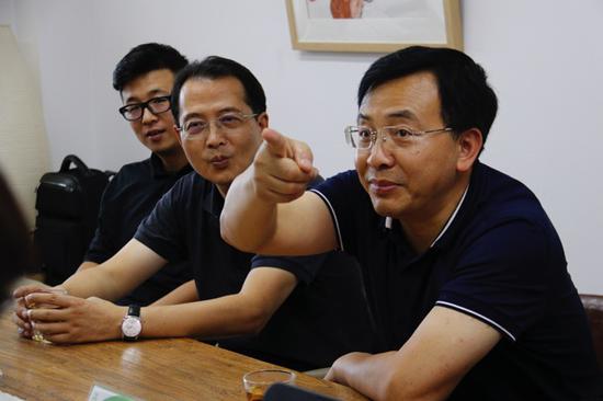 (<a href='http://travel.sina.com.cn/beijing-lvyou/?from=b-keyword' target='_blank'>北京</a>市对口支援服务中心书记杨兆科在画展同期的西部美育研讨会上)