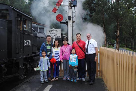 中国家庭春节体验普芬比利蒸汽小火车