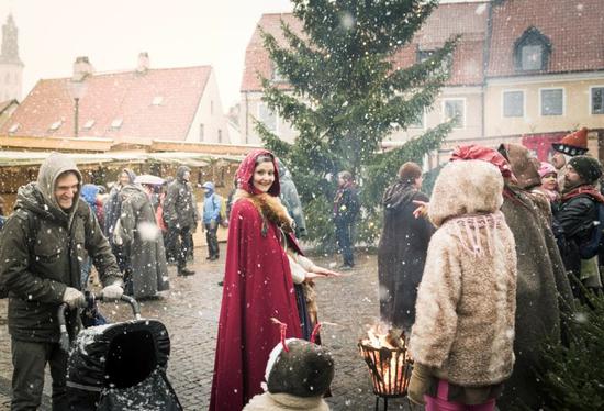 维斯比的中世纪风圣诞集市。Photo: Anna Sundström