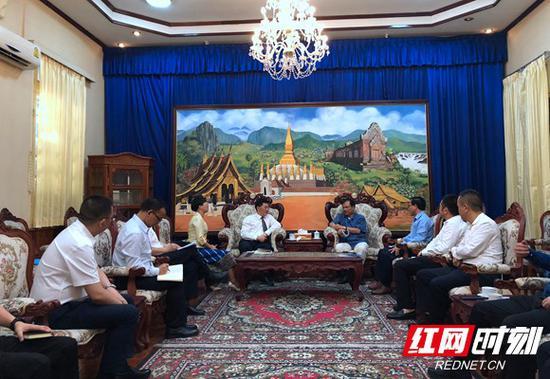 老挝新闻文化旅游部副部长沙湾空·拉沙蒙迪接见促销团一行。