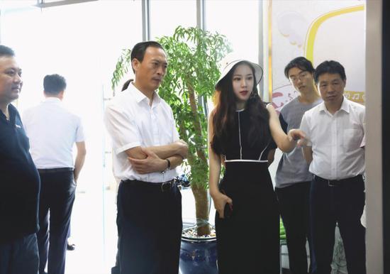 中共宁波市委常委褚银良莅临新浪湖南参观调研