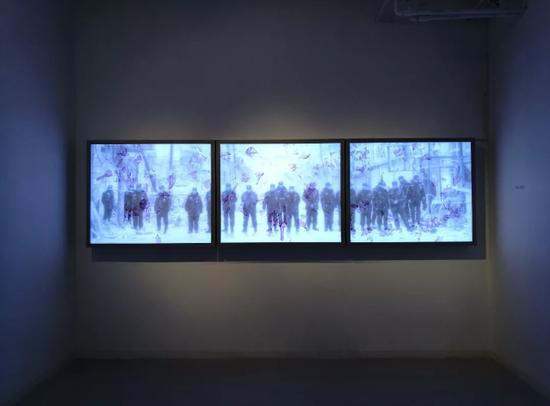 夏天吹来的艺术风 西什库艺术季赏艺术家钟山的创作:所有答案都是正确的