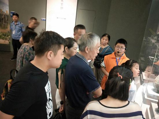 中秋佳节游客来炭河古城观青铜文化,亲子研学游市场火爆
