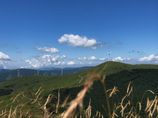 青山就是美丽 蓝天也是幸福