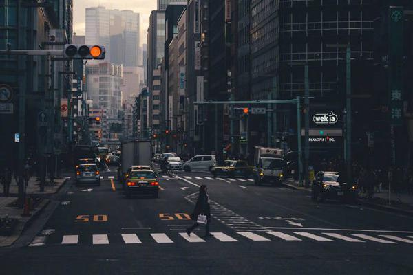 爱上东京日出时的娴静