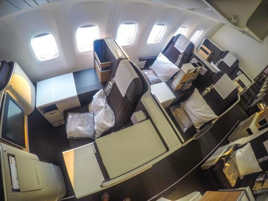 欧美无码777_瑞士航空波音777-300er新型客机的商务舱