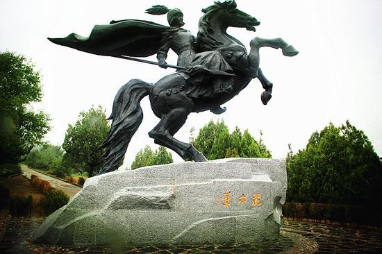 花木兰铜马雕像