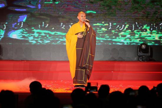 著名佛教音乐人则旭法师演唱歌曲《问佛》