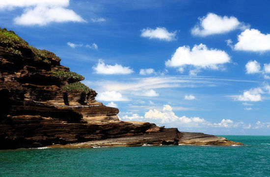 斜阳岛纹路蜿蜒的火山岩 图:新浪博主/林溪秋语