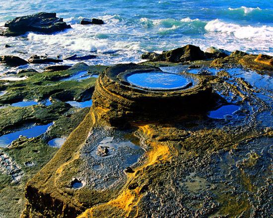 涠洲岛造型别致的火山岩 图:广西旅游发展委员会