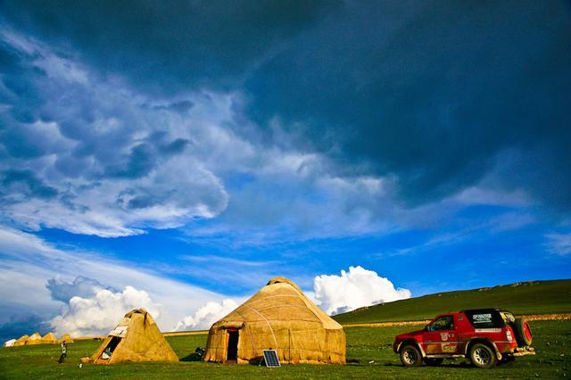 风景如画的新疆喀拉峻草原
