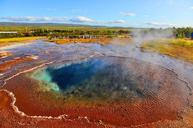 """冰岛奇景""""地球的眼泪""""间歇泉"""
