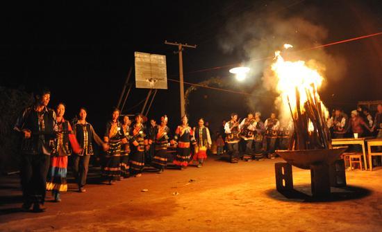 普洱:2016景谷彝族火把节不眠不休 燃烧你的夜