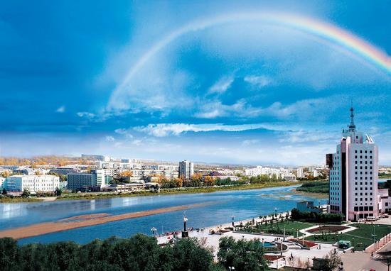登十里长江之目 眺望历史的河流