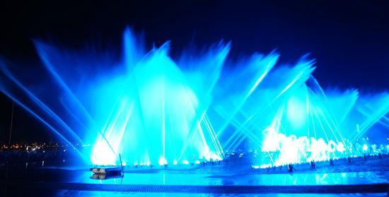 新浪旅游配图:东港喷泉 图片来源于网络