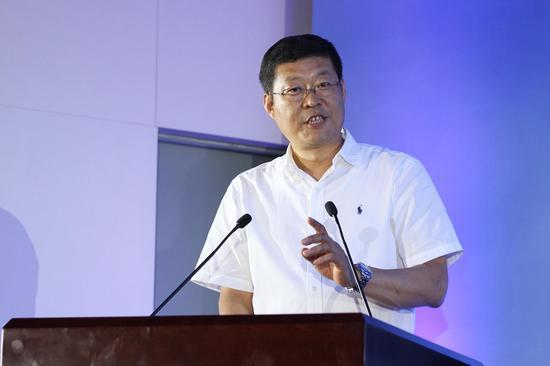 国航副总裁刘铁祥向学员们分享自己的飞行经历并向大家提出勉励