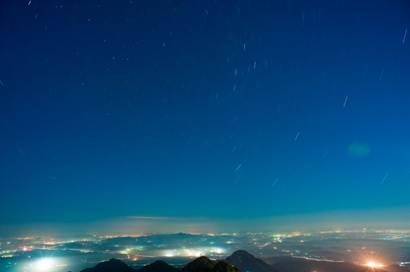 新浪旅游配图:大黑山看星轨 摄影:图片来源于网络