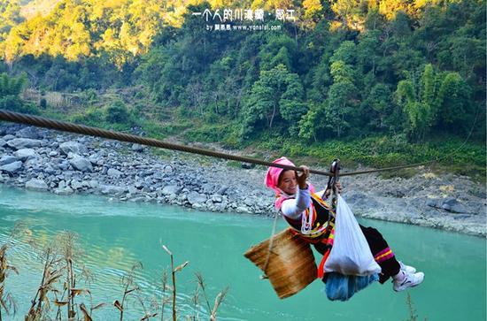 怒江惊险刺激的溜索桥