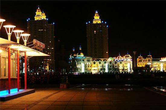 新浪旅游配图:民主广场 摄影:图片来自网络