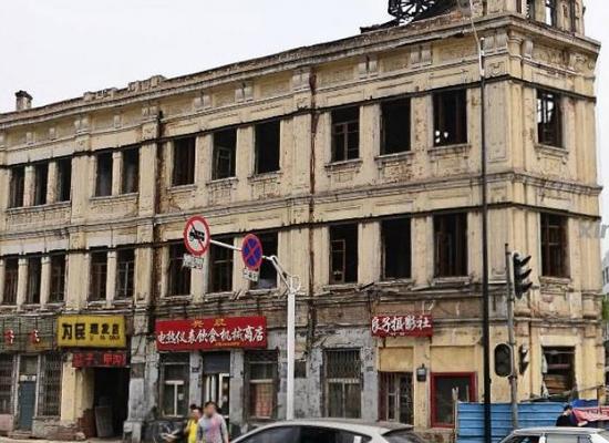 泾渭分明——国境街(图片来源于网络)
