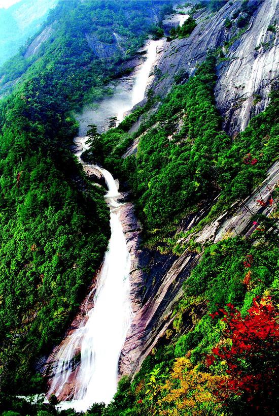 中国 安徽省 正文    九龙瀑景区是国家aaaa级风景区,景区内一瀑九折