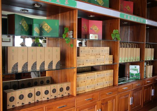 乌龙茶庄园的茶叶柜