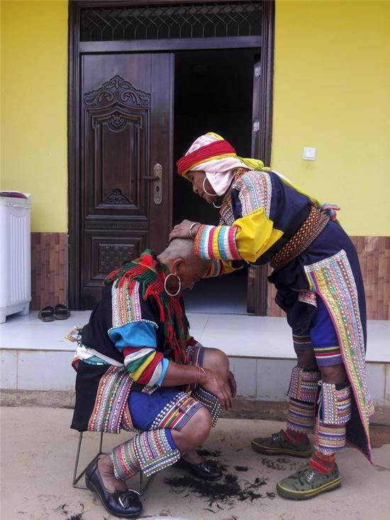 """南美拉祜族的""""光头新娘""""(摄影:冰沁于心)"""