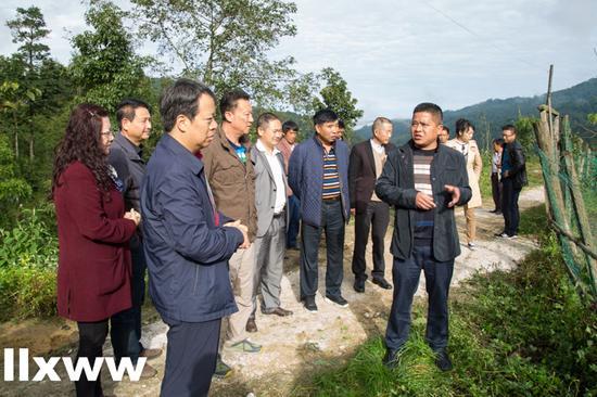 云南省农发行副行长冯学到龙陵县调研