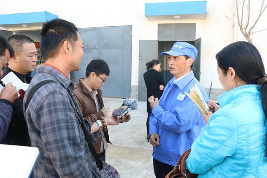 保山恒丰纺织科技有限公司总经理助理王志洪接受采访