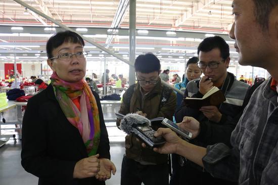 保山市工贸园区管委会副主任叶芳作介绍