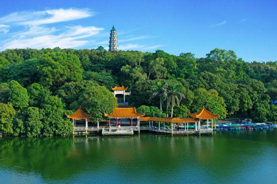 青秀山内绿树成荫 图:青秀山旅游风景区