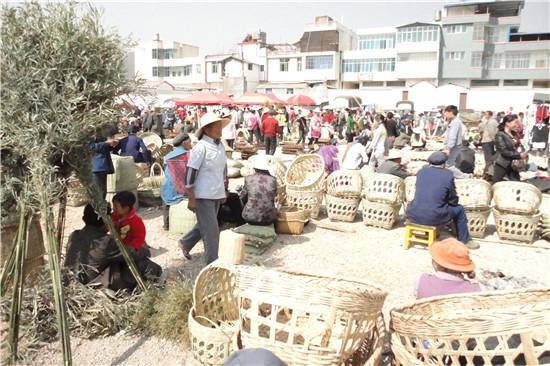 犁耙会上出售的竹花篮