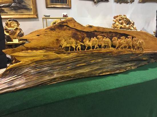 伊春生态工业示范基地(翠峦园区)的伊春永达工艺品红松木雕艺品展厅。