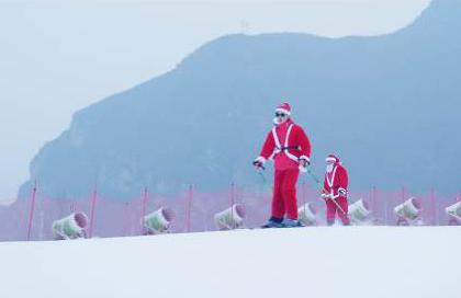 圣诞老人雪场表演
