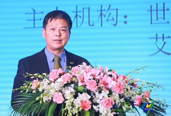 世界旅游城市联合会常务副秘书长李宝春主持论坛活动