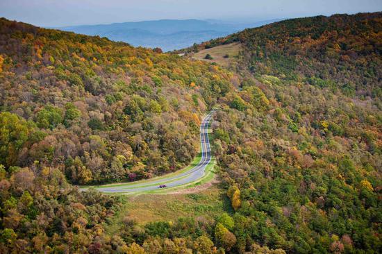 弗吉尼亚州天际线公路 图片来源:美国首都地区旅游局