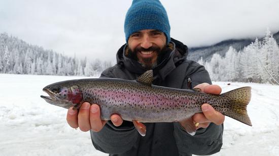 冰钓是一种态度 图片来源:加拿大BC省旅游 摄影师:Pemberton Fish Finder