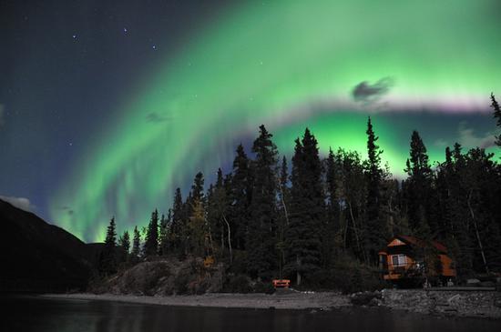 与极光的一场艳遇 图片来源:加拿大BC省旅游局 摄影师:Northern Rockies Lodge