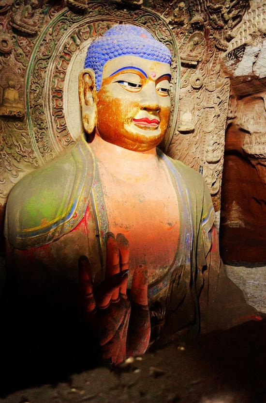 主尊大佛是西方极乐世界教主阿弥陀佛