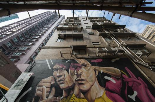 路透社评选出的20张香港艺术秘点图片之一:位于太平山四方街水池巷、韩国艺术家XEVA创作的李小龙壁画。图片来源:香港旅游发展局