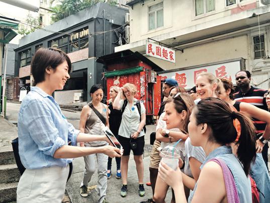 跟随专家的脚步,在香港的街头角落发现艺术与生活融合的乐趣。图片来源:香港旅游发展局