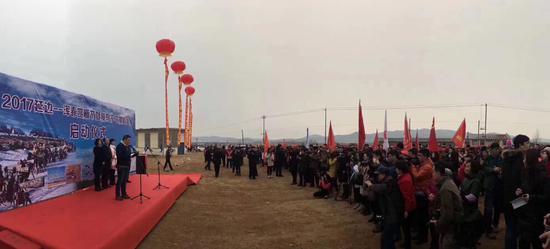 新浪吉林副总编辑李明罡在仪式上介绍了摄影比赛的相关内容